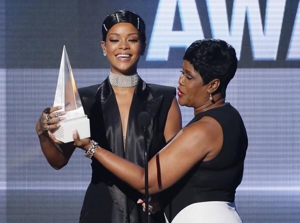 Rihanna Receives Icon Award at the 2013 American Music Award