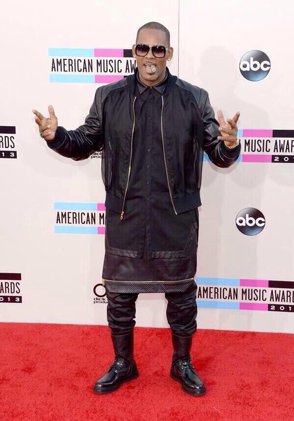 R Kelly on the 2013 AMA Red Carpet