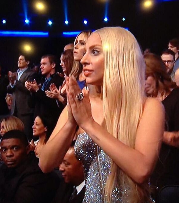 Lady Gaga Clapping at the award AMA 2013