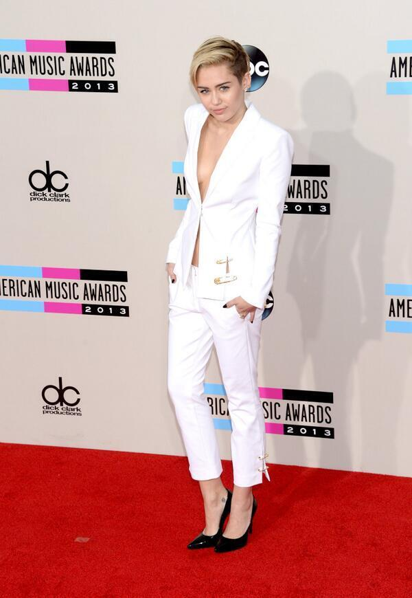 Miley Cyrus at the 2013 AMA Red Carpet